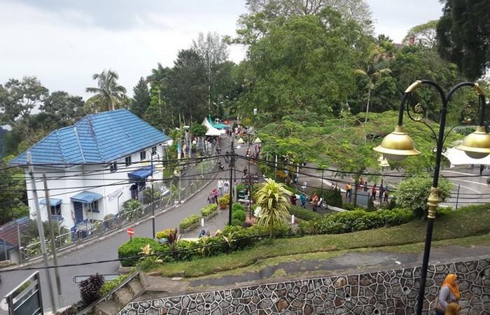 Bukit bendera Penang Hill adalah salah satu senarai tempat pelancongan menarik di Malaysia