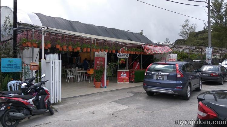 Permandangan hadapan restoran kedai makan 200 Seed Cafe Abang Strawberry