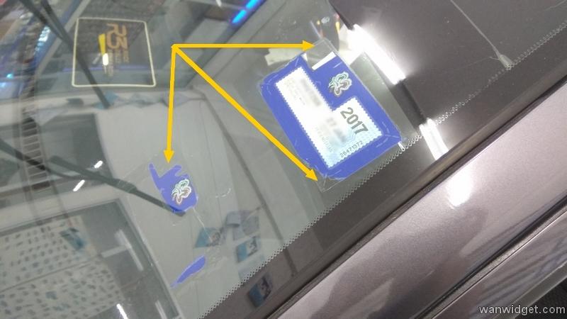 Kesan gam cukai jalan yang terlekat pada cermin hadapan kereta anda